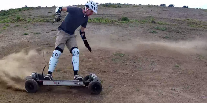 gnarboard-trail-rider-kicking-up-dirt