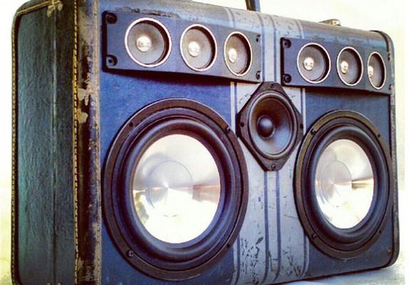 boomcase-vintage-luggage-dual-woofer-six-tweeter