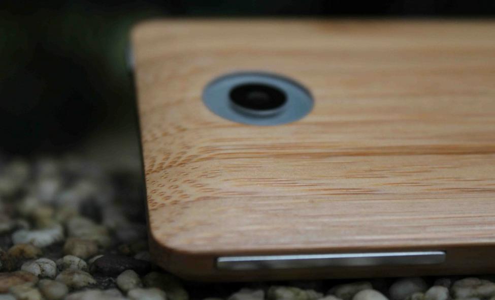 adzero-bamboo-smartphone-in-roks