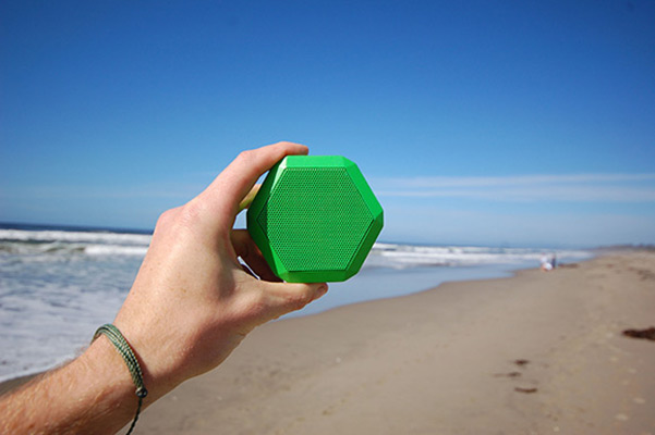 rex-boombot-speaker-beach