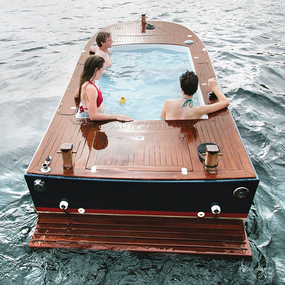 hot-tub-boat-rear-view-swimstep