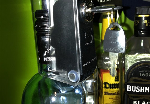 tantalus-liquor-bottle-lock