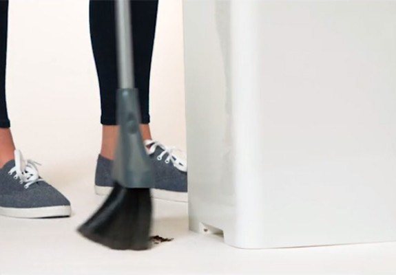 bruno-trashcan-vacuuming
