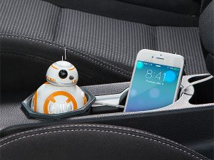 itnq_sw_bb-8_car_charger_inuse2