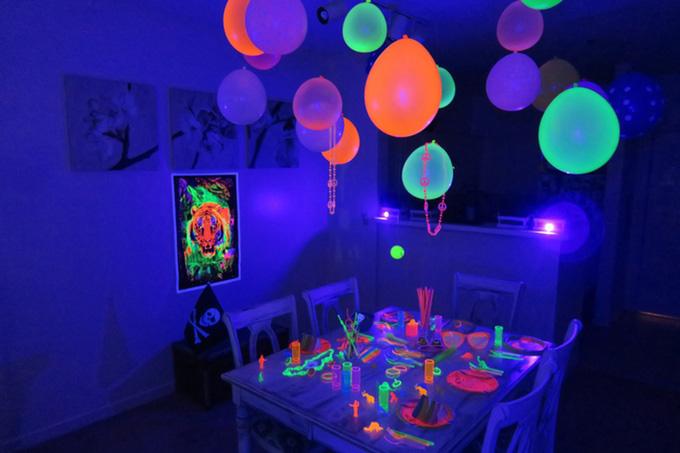 ReveaLED-night-vision-uv-flash-party