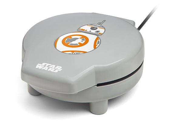 bb-8-waffle-maker-closed